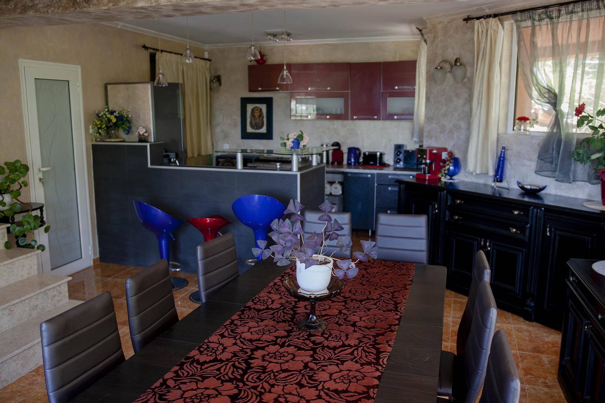 Трапезария с кухня във вила Дияна