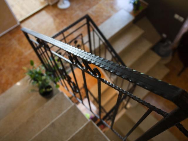 Стълбище 2 с парапет във вила Дияна