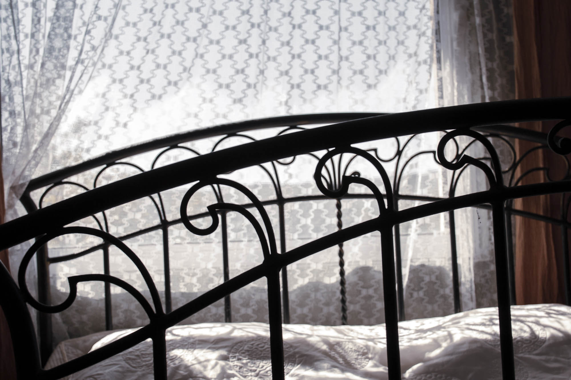 Светла спалня във вила Дияна