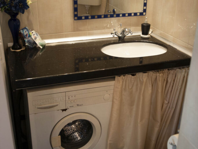 Тоалетна с мивка във вила Дияна