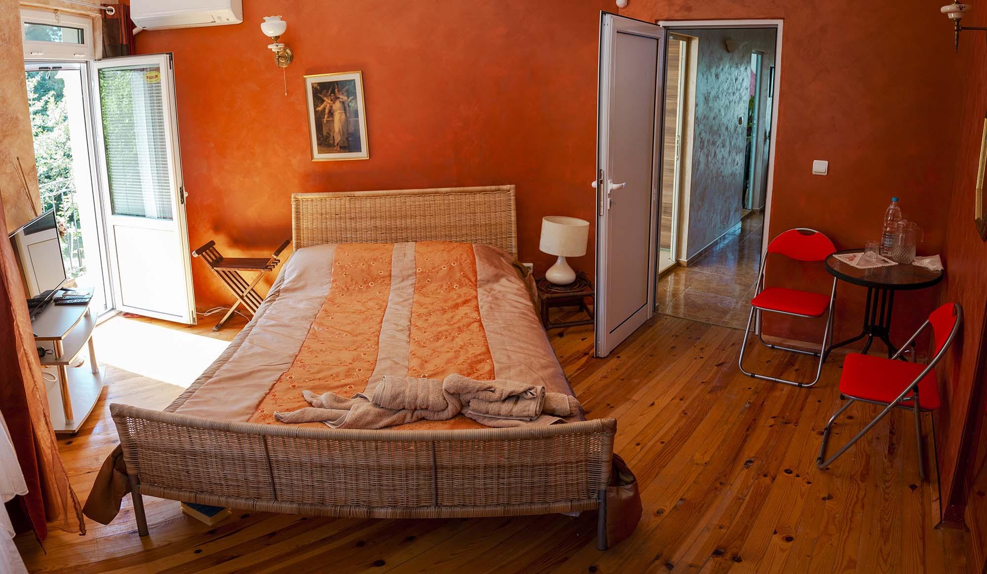 Червена спалня във вила Дияна