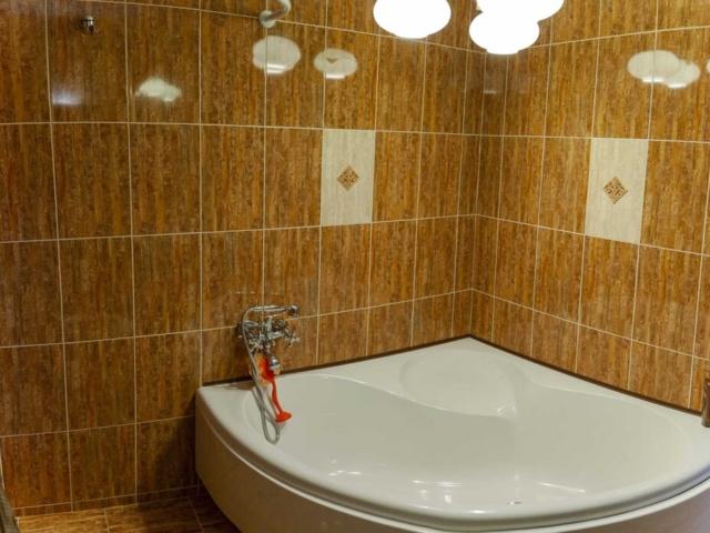 Баня с вана във вила Дияна
